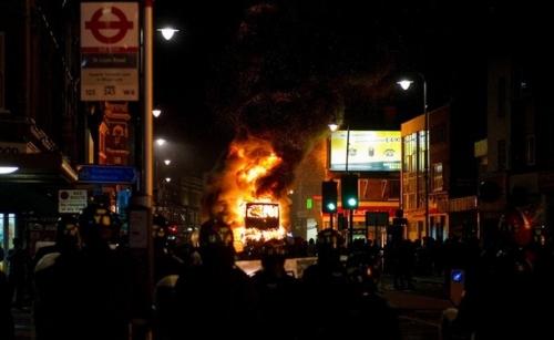 Riots-london-500-12